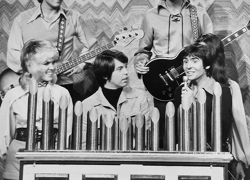 Mike Curb (center) with members of the Mike Curb Congregation, with Davy Jones on a television special in 1972